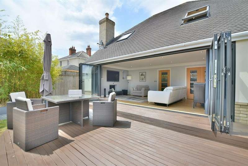 3 Bedrooms Detached House for sale in Redhill, Bournemouth, Dorset BH10