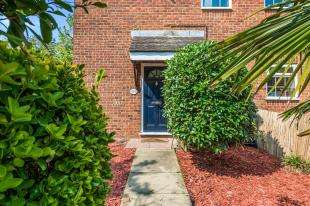 1 Bedroom End Of Terrace House for sale in Foxglove Lane, Chessington, Surrey