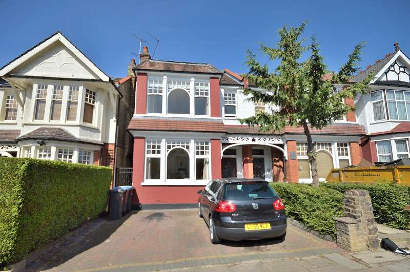 4 Bedrooms Semi Detached House for sale in Derwent Road, Palmers Green, London. N13