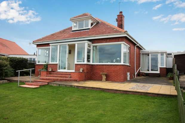 4 Bedrooms Detached Bungalow for sale in Gap Road, Filey, North Yorkshire, YO14 9QP
