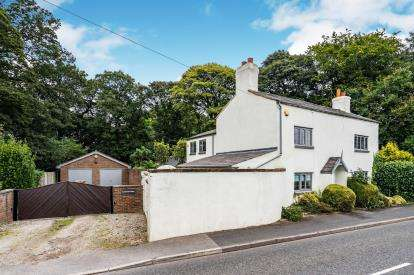 5 Bedrooms Detached House for sale in Delph Lane, Houghton Green, Warrington, Cheshire