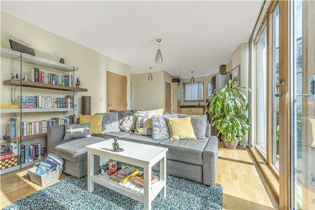 1 Bedroom Flat for sale in Cathedral Walk, BRISTOL, BS1 5LW