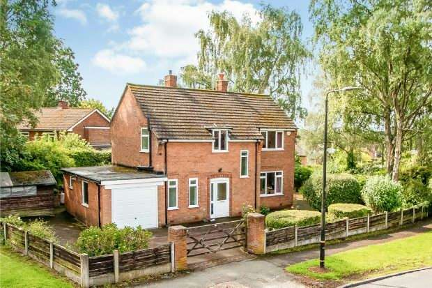3 Bedrooms Detached House for sale in Bow Green Road, Bowdon