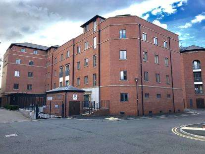 2 Bedrooms Flat for sale in Winchester House, The Square, Seller Street, Chester, CH1
