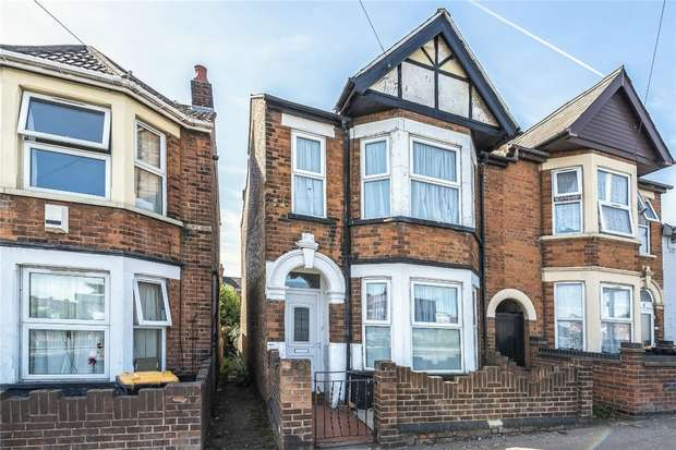 3 Bedrooms End Of Terrace House for sale in London Road, Bedford