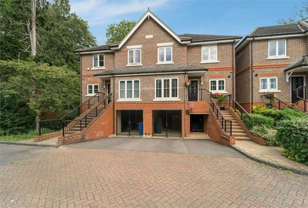 5 Bedrooms Semi Detached House for sale in 24 Ray Park Avenue, Maidenhead, Berkshire