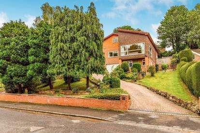 5 Bedrooms Detached House for sale in Valley Drive, Yarm, Stockton On Tees