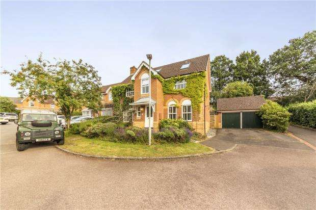 5 Bedrooms Detached House for sale in Yorkshire Place, Warfield, Bracknell