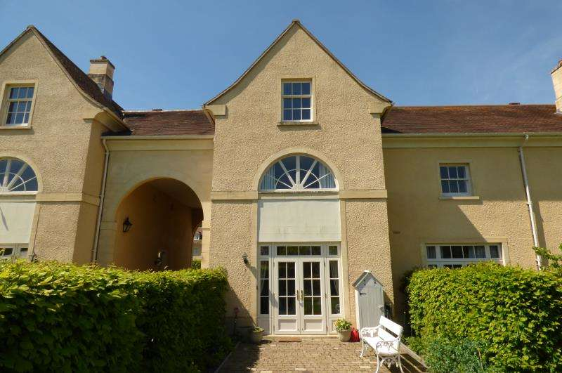 4 Bedrooms Property for sale in The Stables, Lechlade