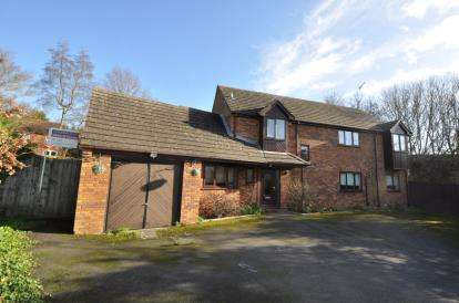 4 Bedrooms Detached House for sale in Lister Drive, West Hunsbury, Northampton