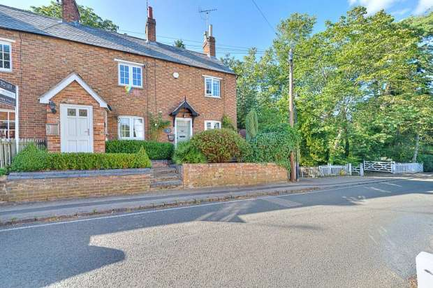 2 Bedrooms Cottage House for sale in September Cottage - Church Road, Milton Keynes, Buckinghamshire, MK17 8TA