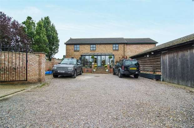 4 Bedrooms Detached House for sale in North Bank, Peterborough, Cambridgeshire