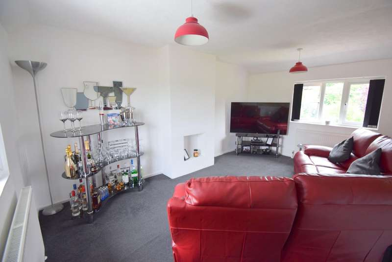 2 Bedrooms Maisonette Flat for sale in South Field Close, Dorney, SL4