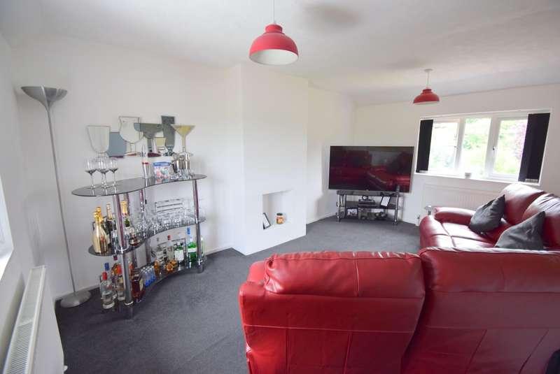 2 Bedrooms Maisonette Flat for sale in South Field Close, Dorney, SL4