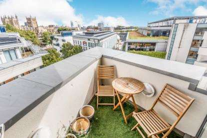 2 Bedrooms Flat for sale in Balmoral House, Canons Way, Bristol