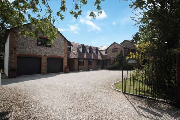6 Bedrooms Detached House for sale in Duckpuddle Bush Cottage, Royston, Hertfordshire, SG8 9NW