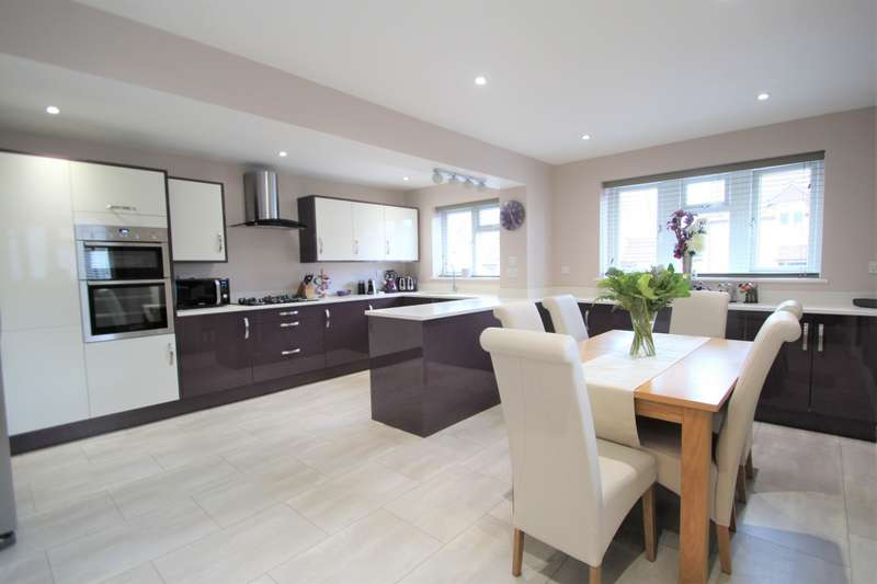 3 Bedrooms Semi Detached House for sale in Belfry, BS30