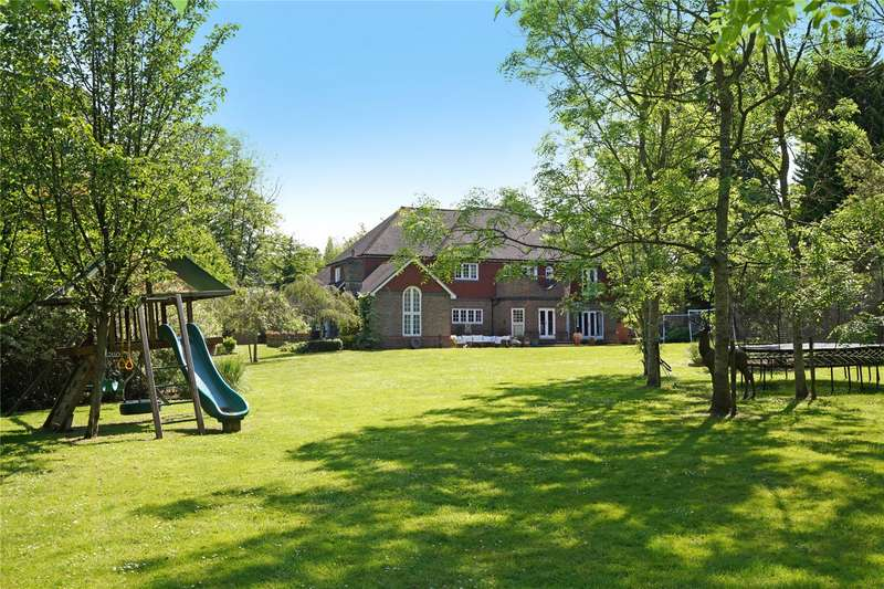 5 Bedrooms Detached House for sale in Percival Close, Oxshott, Leatherhead, Surrey, KT22