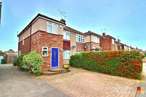 3 Bedrooms Semi Detached House for sale in Bellamy Road, Cheshunt, Cheshunt, Hertfordshire
