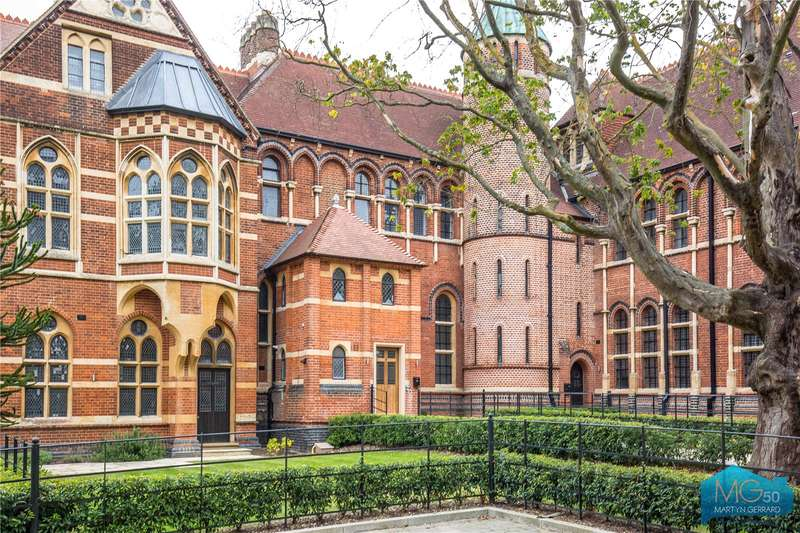 4 Bedrooms Apartment Flat for sale in Wildernesse House, Wildernesse Close, Edgware, London, HA8
