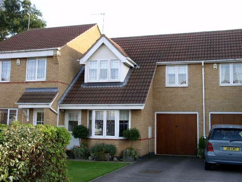 3 Bedrooms Terraced House for rent in Whittles Cross, Wootton, Northampton, NN4