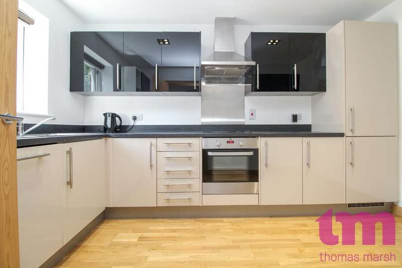 4 Bedrooms Terraced House for sale in Saxton Close, Grays