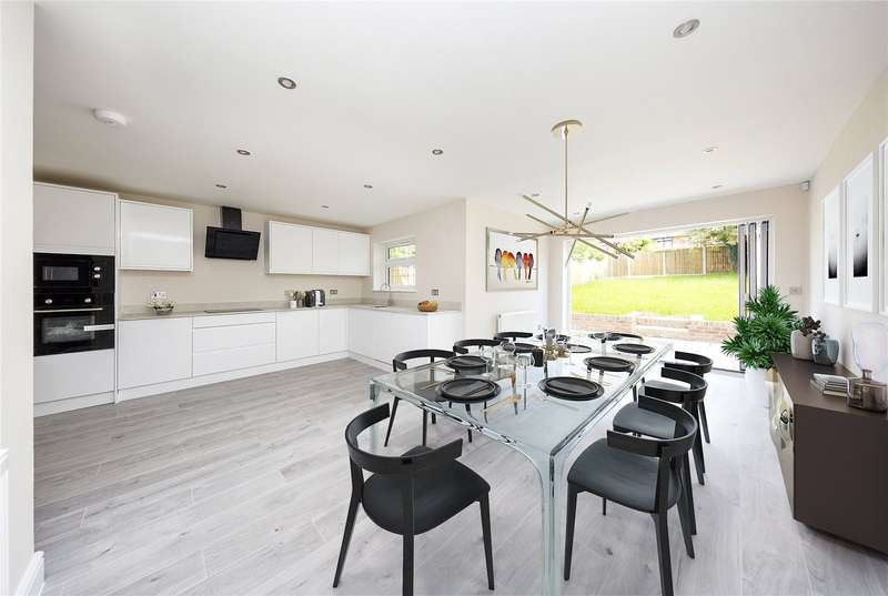 4 Bedrooms Detached House for sale in London Road, Pitsea, Essex, SS13