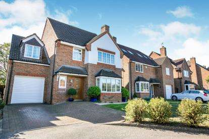 4 Bedrooms Detached House for sale in Bramley Close, Shefford, Bedfordshire