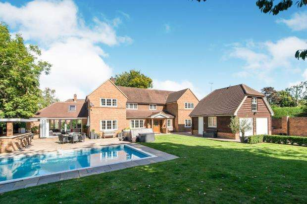 5 Bedrooms Detached House for sale in Basingstoke, Hampshire