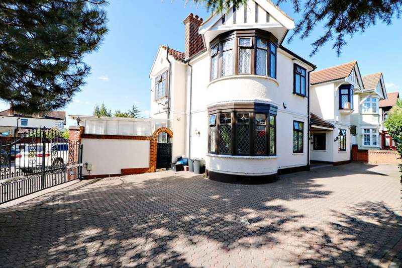 5 Bedrooms Detached House for sale in The Drive, Ilford, IG1