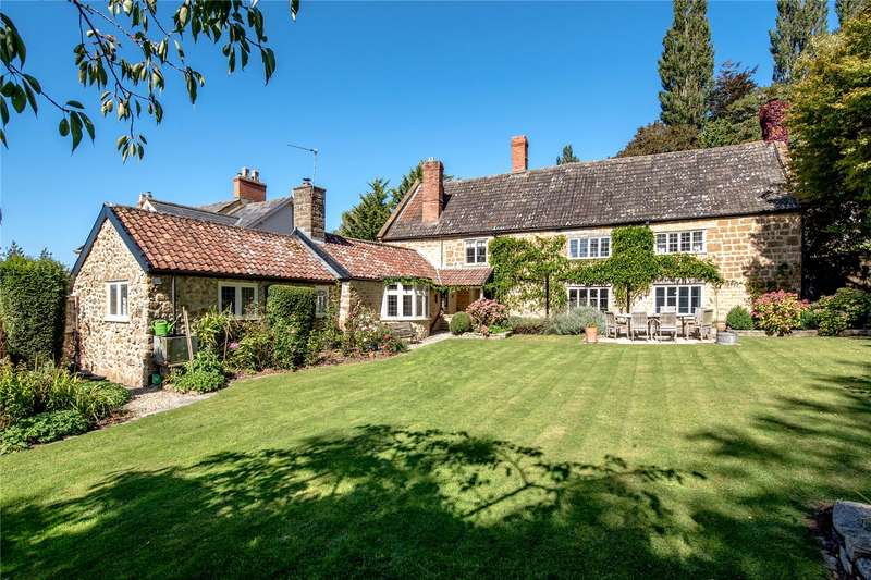 5 Bedrooms Detached House for sale in Station Road, Ilminster, Somerset, TA19