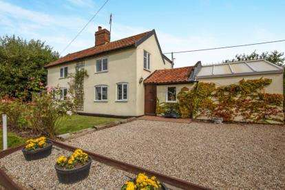 4 Bedrooms Detached House for sale in Bedingfield, Eye, Suffolk
