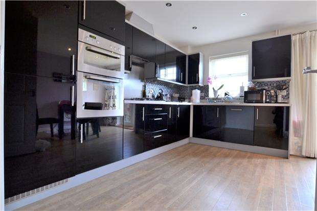 4 Bedrooms Terraced House for rent in Stearman Walk, Lobleys Drive, Brockworth, GLOUCESTER, GL3