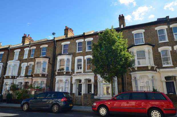 2 Bedrooms Flat for sale in Saltoun Road, Brixton, SW2
