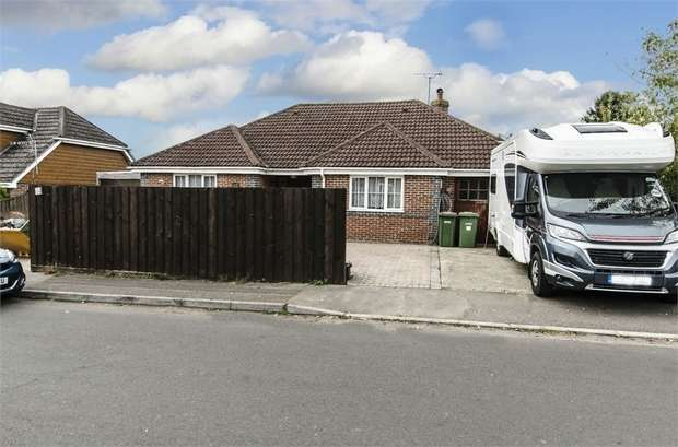 3 Bedrooms Detached Bungalow for sale in Rogers Road, Bishopstoke, EASTLEIGH, Hampshire
