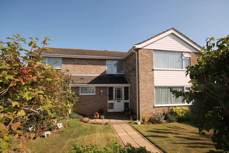 6 Bedrooms Detached House for sale in Pershore Close, Bedford, MK41