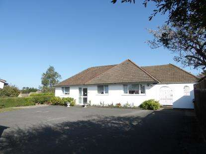 3 Bedrooms Bungalow for sale in Parkstone, Poole, Dorset