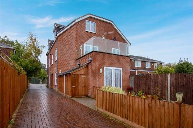 4 Bedrooms Semi Detached House for sale in Bursledon Road, Southampton, Hampshire