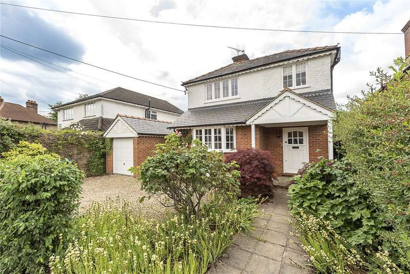 5 Bedrooms Detached House for sale in Grove Road, Hazlemere, Buckinghamshire, HP15