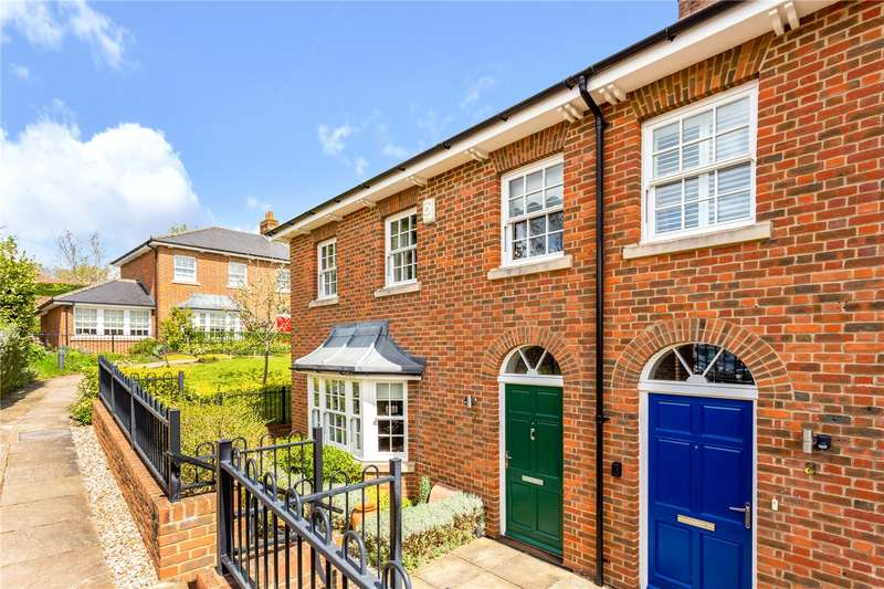 3 Bedrooms Mews House for sale in Clarendon Court, Marlborough, Wiltshire, SN8