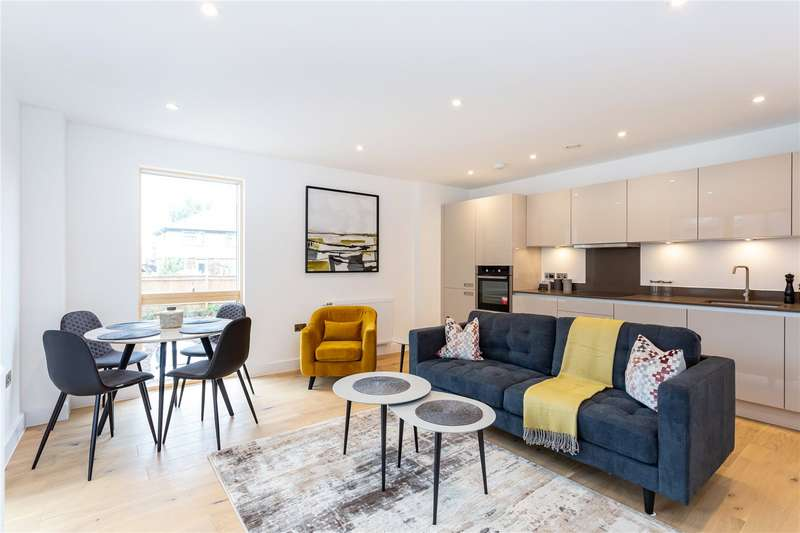 2 Bedrooms Apartment Flat for sale in Maple Lodge, 1 Riverwell Close, Watford, Hertfordshire, WD18