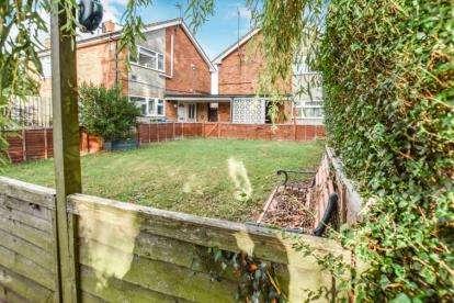 2 Bedrooms Maisonette Flat for sale in Cannock Road, Aylesbury