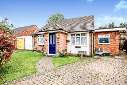 3 Bedrooms Bungalow for sale in Waterlooville, Hampshire