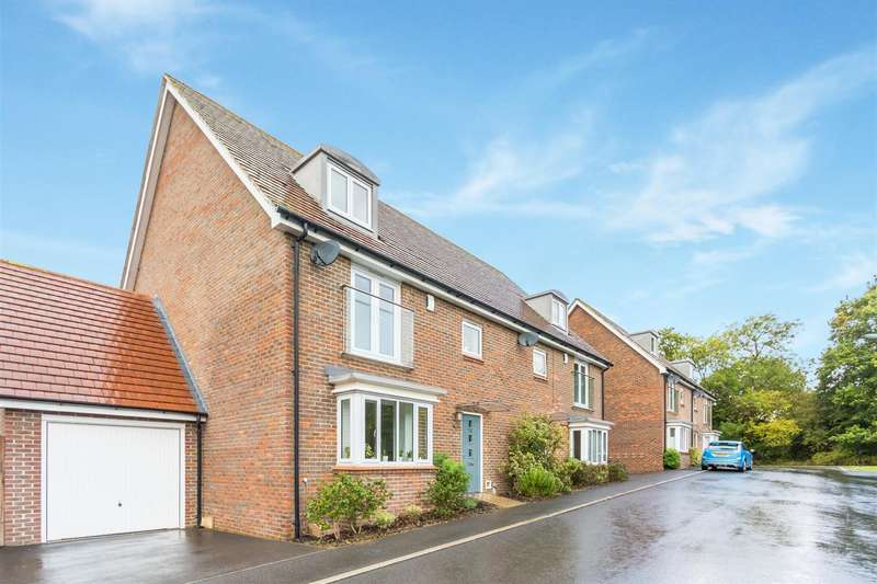 4 Bedrooms Town House for sale in Linnet Lane, Burgess Hill