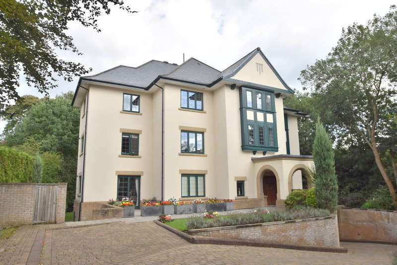 2 Bedrooms Flat for sale in Milton Crescent, Cheadle