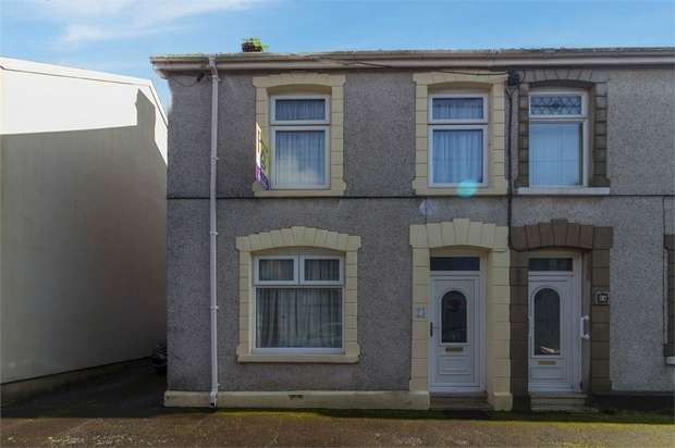 3 Bedrooms End Of Terrace House for sale in Woodlands Terrace, Cross Hands, Llanelli, Carmarthenshire