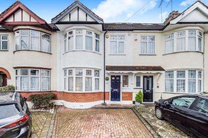 4 Bedrooms Terraced House for sale in Woodford Green, Essex