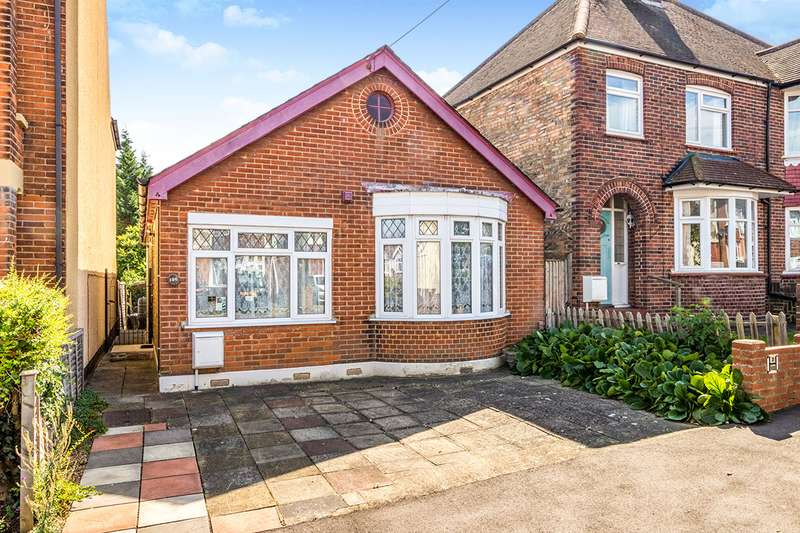 2 Bedrooms Detached Bungalow for sale in First Avenue, Gillingham, Kent, ME7