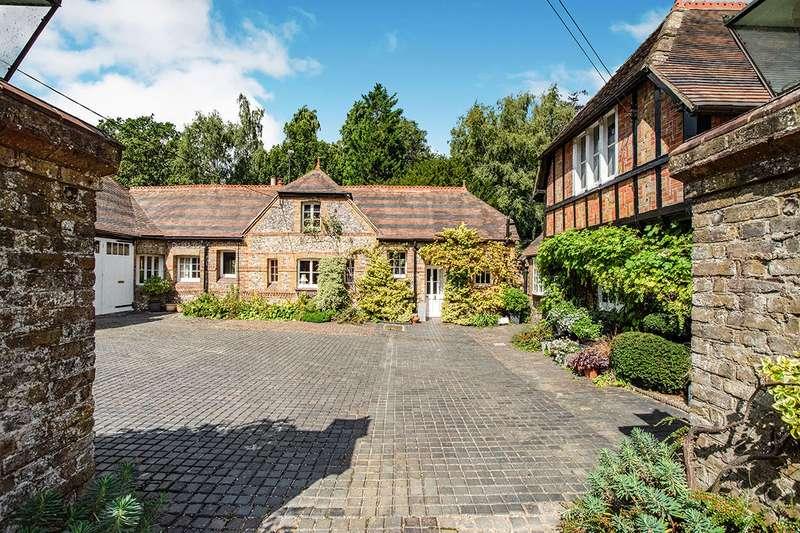 5 Bedrooms Semi Detached House for sale in Manor Lane, Fawkham, Kent, DA3