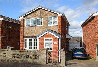 3 Bedrooms Detached House for sale in Kirkcroft Drive, Killamarsh, Sheffield, Derbyshire
